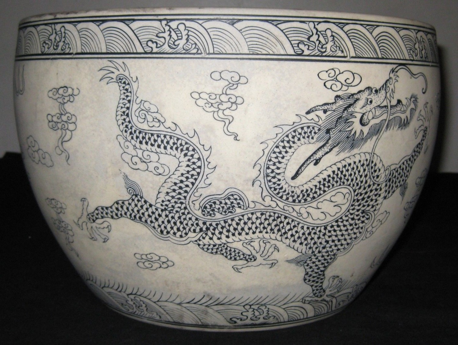 CHINESE PORCELAIN 6 DRAGONS 5 CLAWS B&W FISH BOWL,YONGZHENG MARK, 19TH CENTURY.