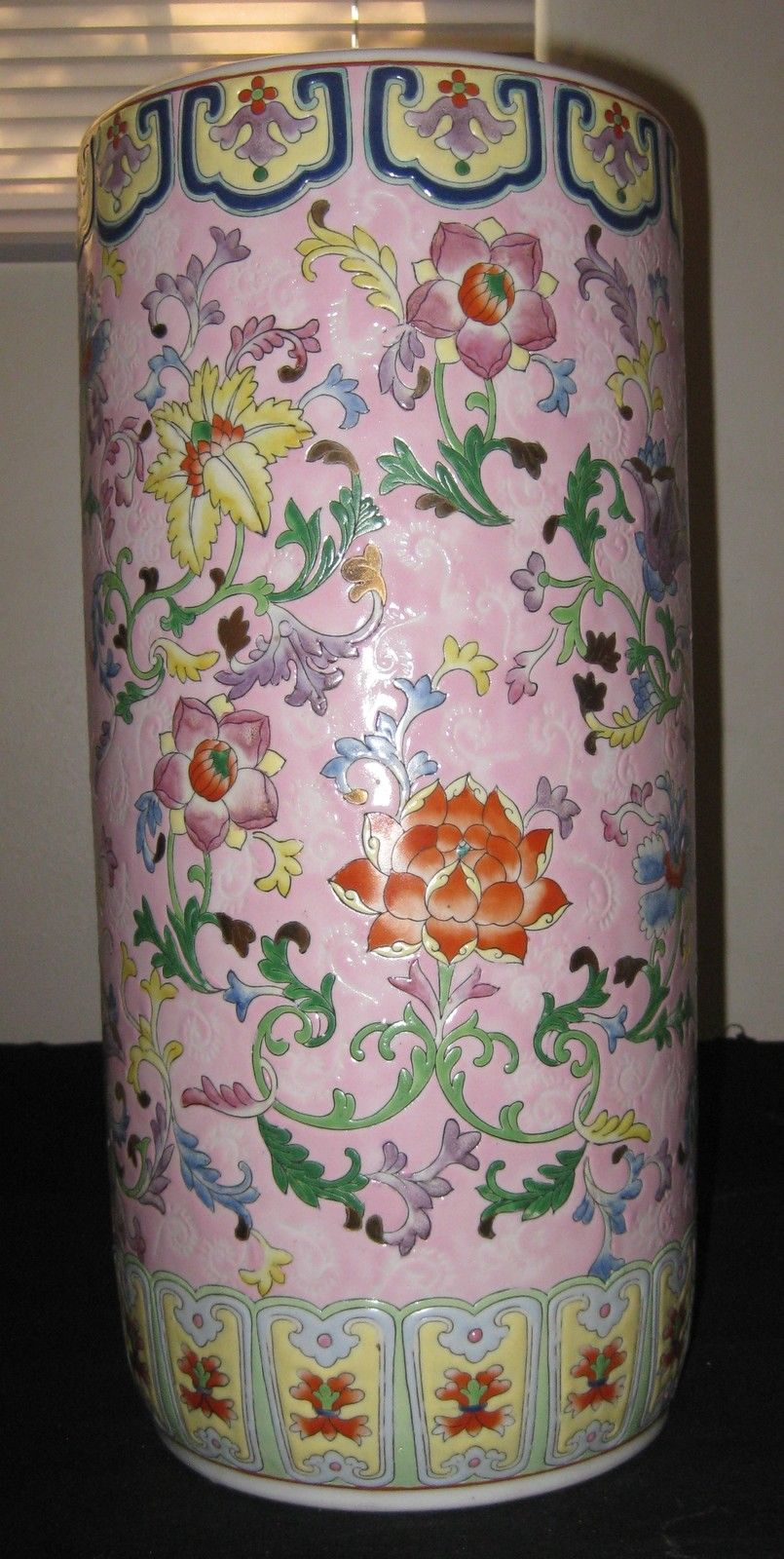 CHINESE REPUBLIC,HAND PAINTING FAMILLE ROSE PORCELAIN BRUSH POT,QIANLONG MARK,NR