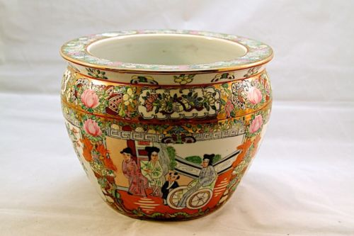 ANTIQUE CHINESE PORCELAIN FISH BOWL, 19TH CENTURY. NR.