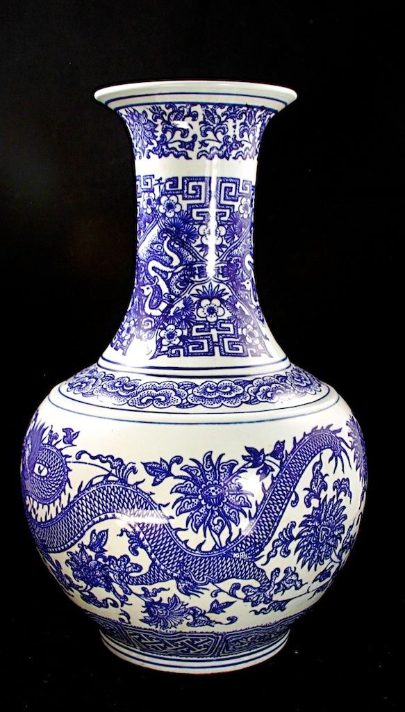 CHINESE PORCELAIN FIVE-CLAWS DRAGONS BLUE&WHITE VASE,YONGZHEN MARK,19TH C.