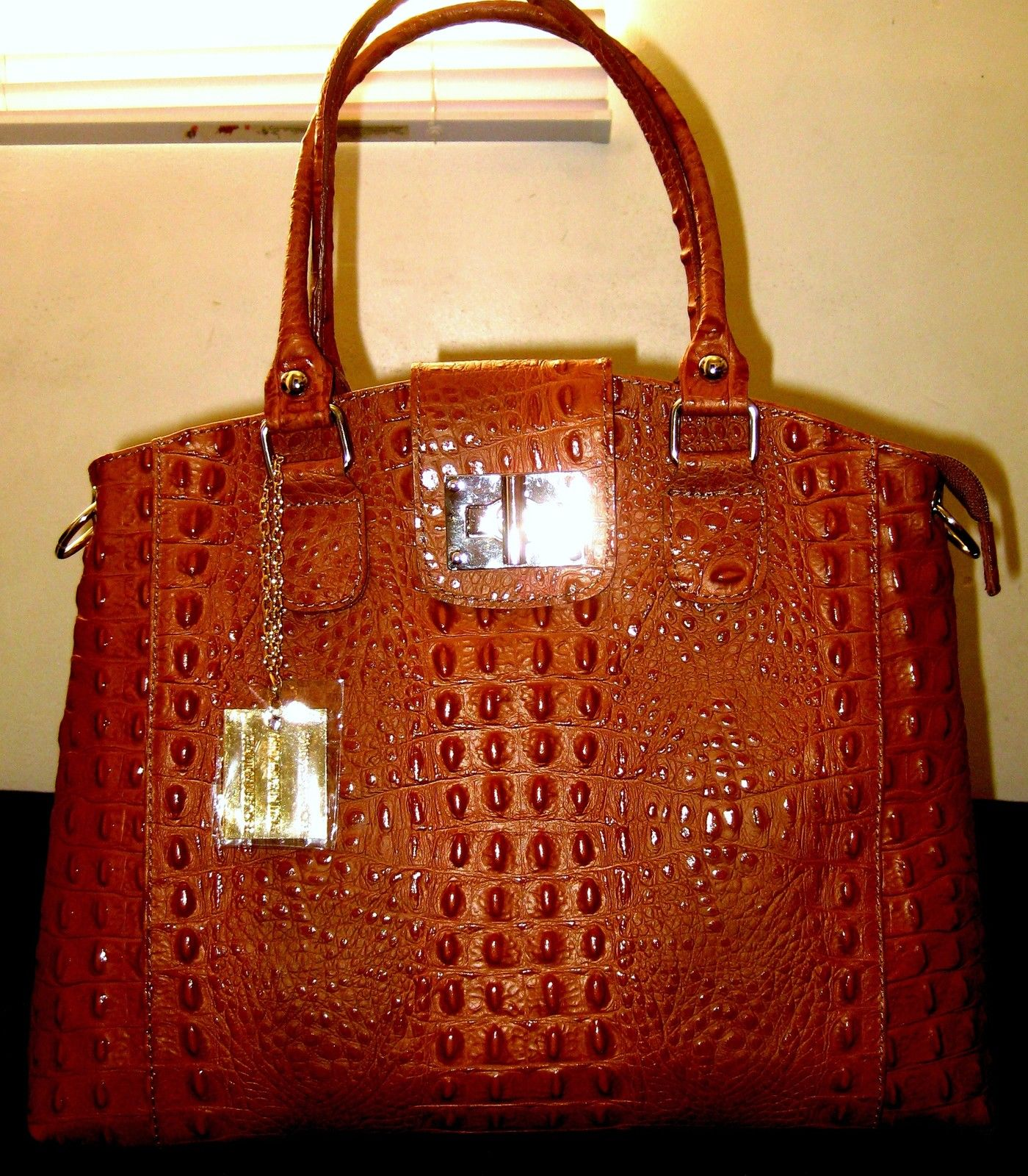 100% GENUINE ITALIAN COW LEATHER BAG IN CROCODILE STYLE- NELSON MONUMENT-COGNAC