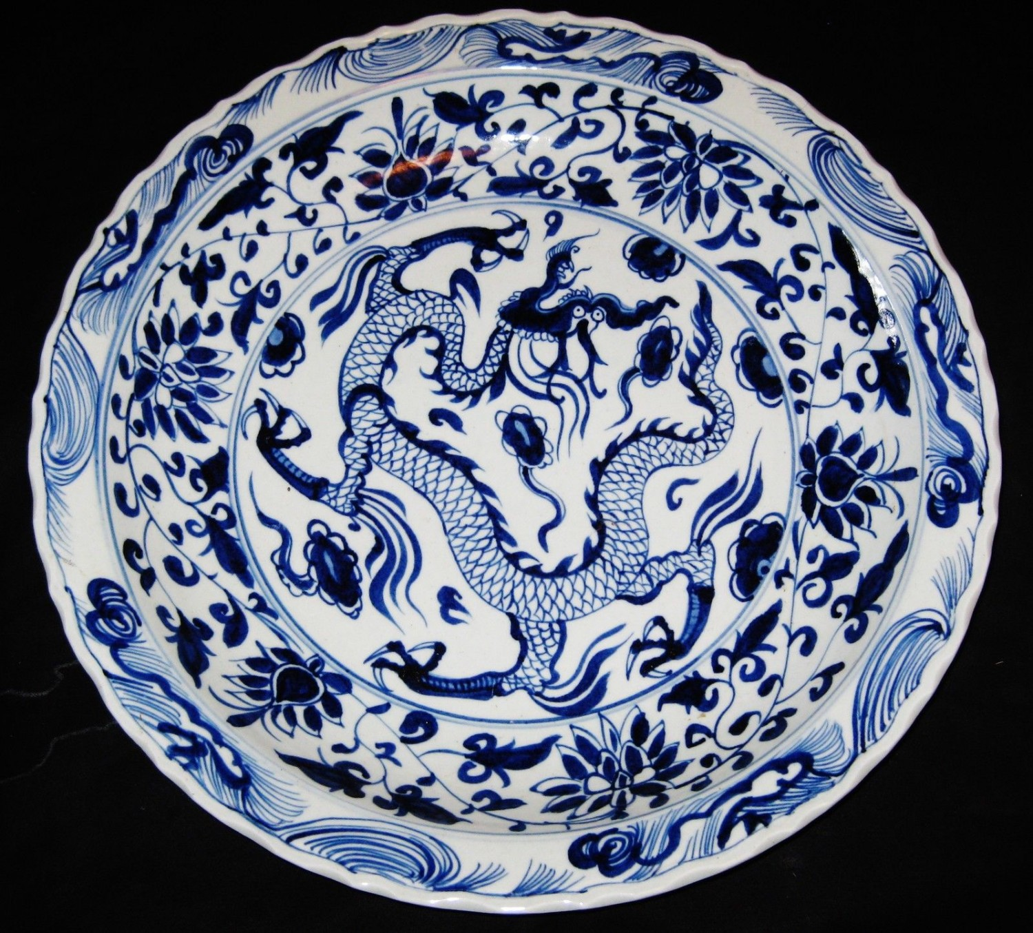 BIG ANTIQUE CHINESE DRAGON PORCELAIN, 43CM B&W CHARGER,19TH C, XUANDE MARK.